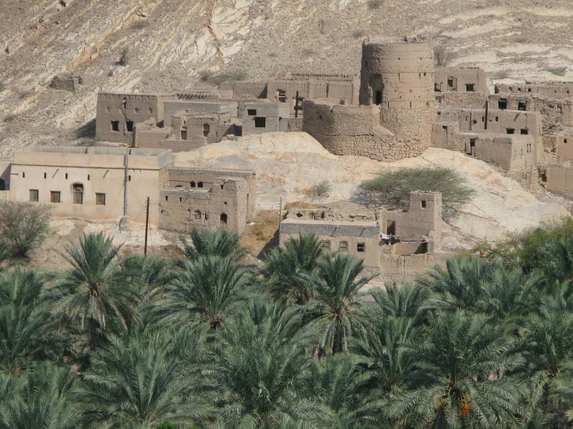 The deserted old town of Birkat Al Mauz