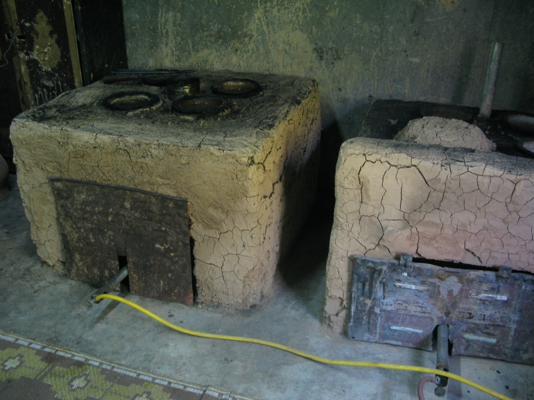 Ovens for the distillation of rosewater