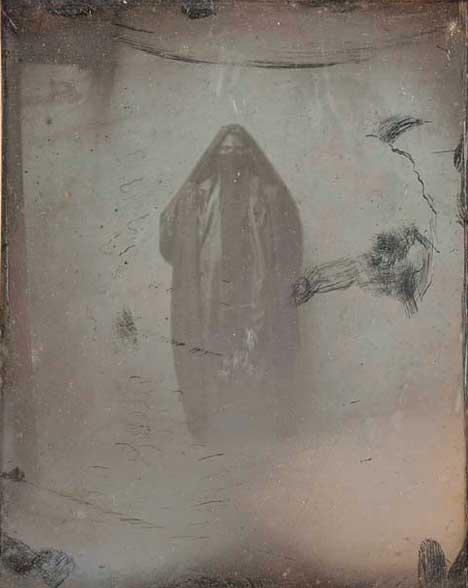Joseph-Philibert Girault de Prangey (1804–1892) Ayoucha Whole Fig[ure] Cairo, Egypt, 1843, Daguerreotype (quarter plate) © Louvre Abu Dhabi, Agence photo F