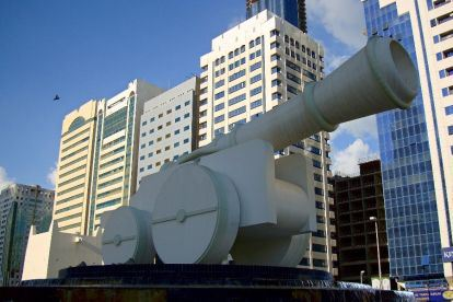The cannon in Abu Dhabi's Al Ittihad Square before its disappearance.